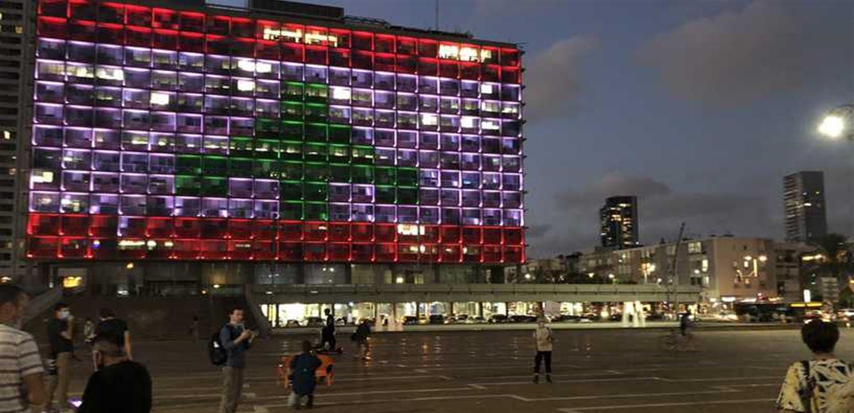 بلدية تل أبيب تضيء مبناها بألوان العلم اللبناني