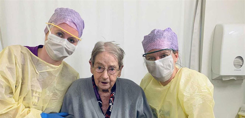 """""""بارقة أمل"""".. عجوز تجاوزت الـ100 عام تتعافى من """"كورونا""""!"""