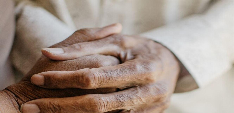 قصة موجعة.. عاشا معا نصف قرن وتوفيا يدا بيد بفارق دقائق والسبب كورونا