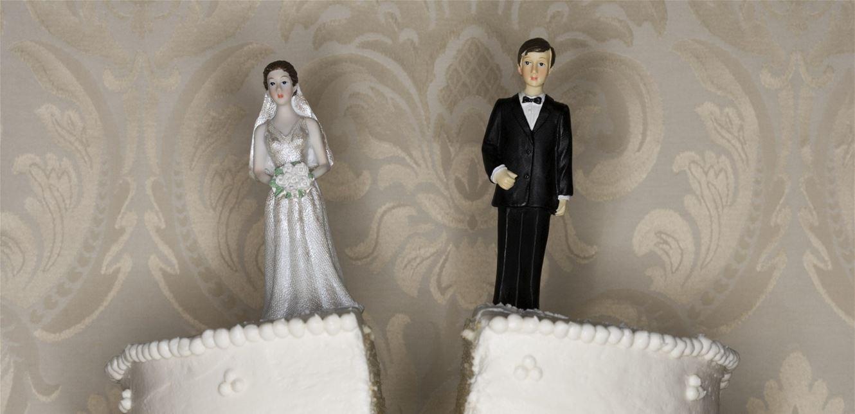 زوج غاضب من حجر زوجته.. فتزوج عشيقته السابقة