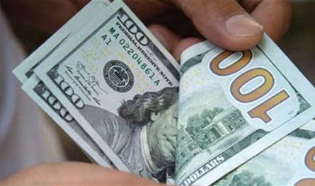 ارتفاع سعر صرف الدولار في السوق السوداء.. كم بلغ صباح اليوم الأربعاء؟