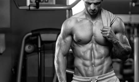 """صورة الرياضي """"أحمد"""" قبل وبعد كورونا.. فقد 27 كيلوغراماً بـ25 يوما!"""