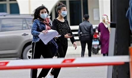 كورونا يطرق باب 3 مصارف.. إصابات وفحوص لمئات الموظفين