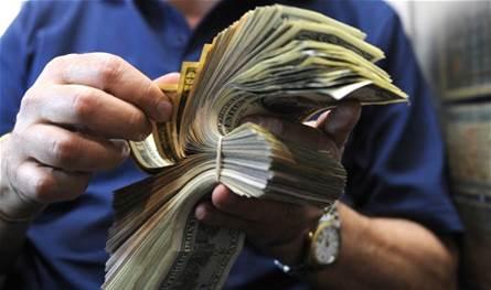 بعد انخفاضه السريع… الدولار يرتفع مجدّداً!