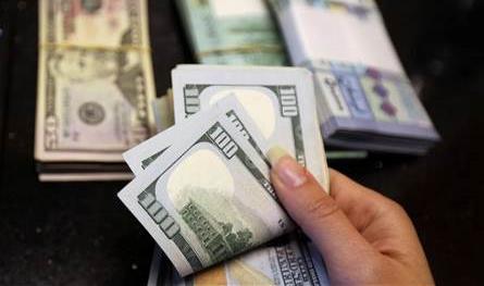 تغيرات سريعة.. الدولار ينخفض مجدداً في السوق السوداء