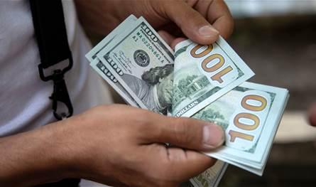 الدولار يواصل ارتفاعه.. هكذا افتتحت السوق السوداء