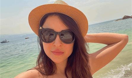 ممثلة لبنانية شهيرة تستمتع على البحر وتنشر صورها بالمايوه.. تعرفوا إلى عائلتها (صور)